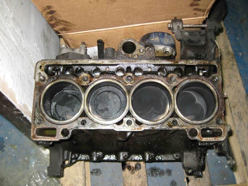 bec zzr1400 inside un moteur de moto dans une caisse de voiture. Black Bedroom Furniture Sets. Home Design Ideas
