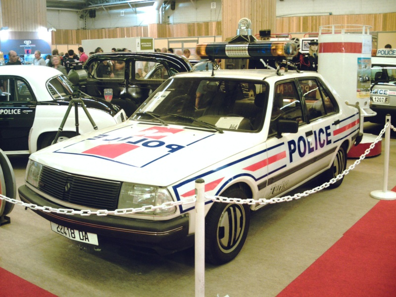 r 18 turbo police au mondiale de l 39 automobile 2010. Black Bedroom Furniture Sets. Home Design Ideas