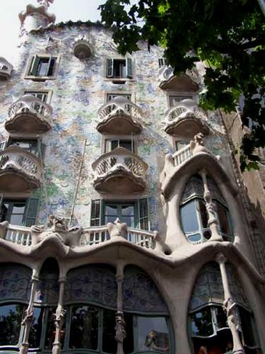 gaudi,antoni gaudi,sagrada familia,barcelone,art-maniac le blog de bmc, http://art-maniac.over-blog.com/ le peintre bmc,bmc le peintre,