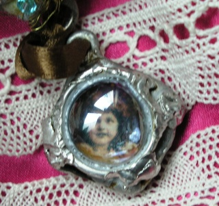 pendentif : dans ma bulle dans scrapbijou p4282115