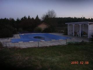 fuite eau piscine derri re liner cuve b ton tanche piscines construction. Black Bedroom Furniture Sets. Home Design Ideas