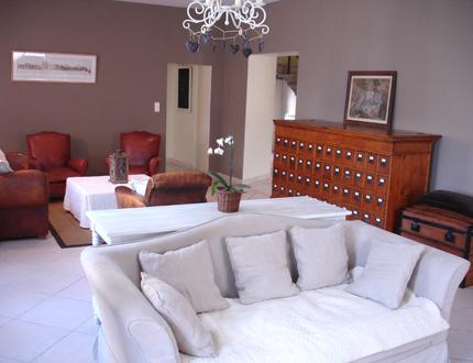 comment marier un magnifique buffet en merisier avec une deco sympa et en vitant le style. Black Bedroom Furniture Sets. Home Design Ideas