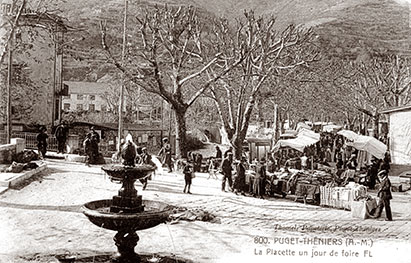 Puget-Théniers, La Placette un jour de foire. Carte postale ancienne
