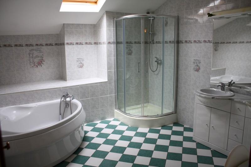 Salle de bain facon therme for Salle de bain romaine