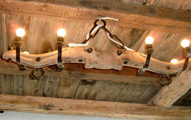 Plafoniere In Legno Rustico : Lampadari in legno per rustici u2013 idea immagine home