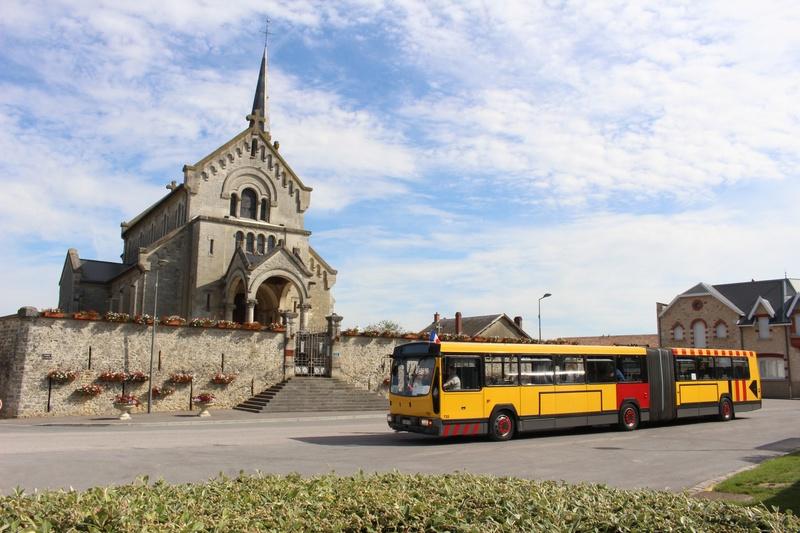 Le 733 devant l'église de Brimont